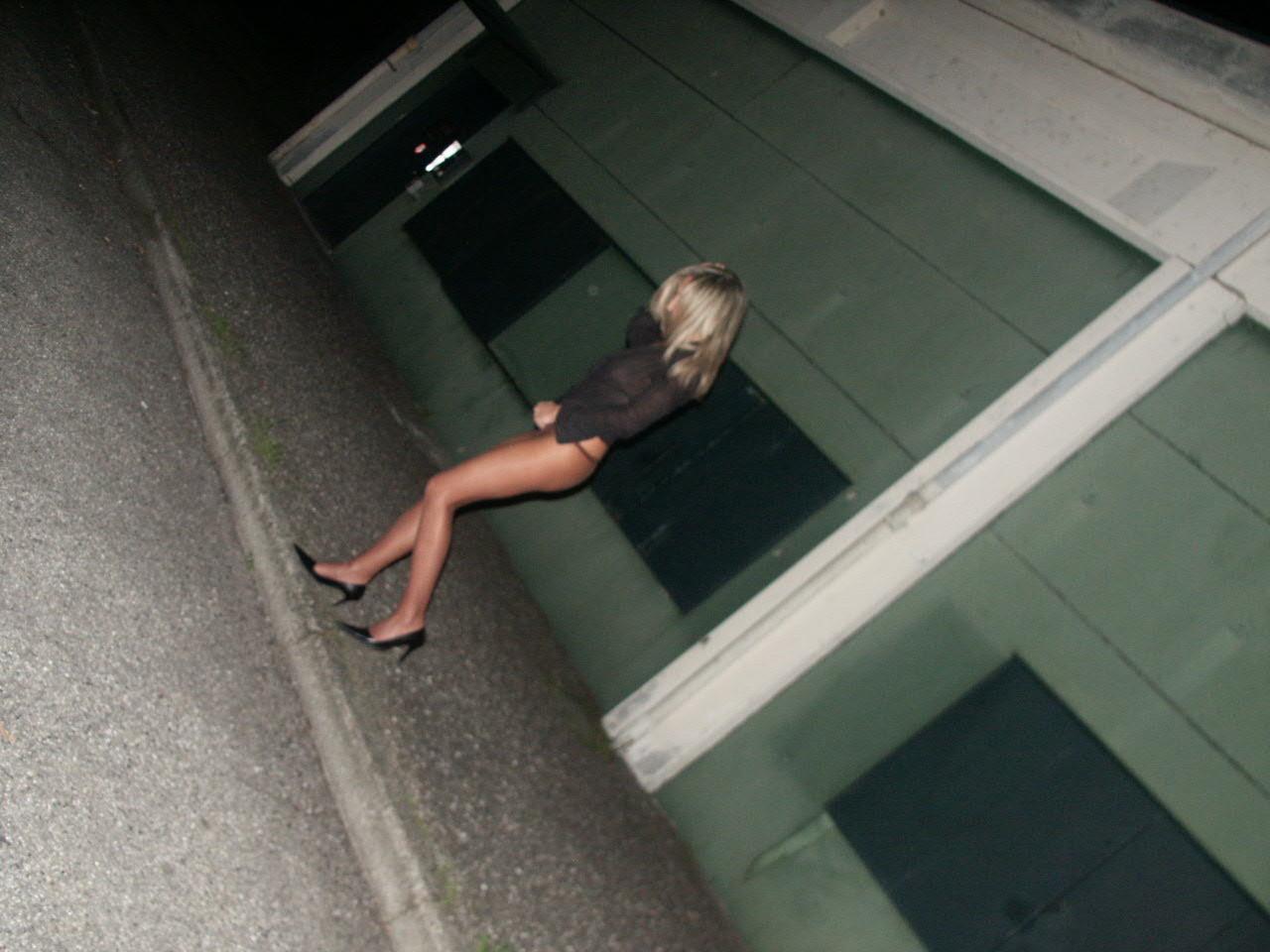 Итальянка часто ходит в колготках без стрингов