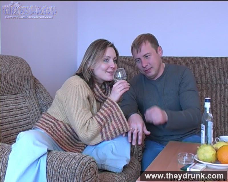 Пьяной блондиночке захотелось пососать и заняться сексом